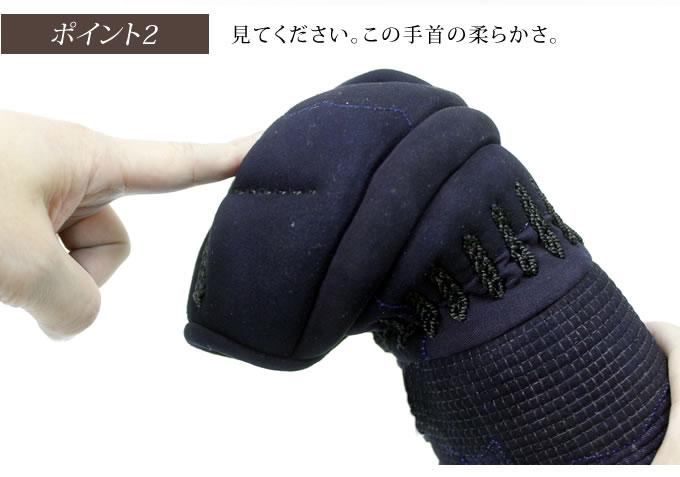 見てください。この手首の柔らかさ。